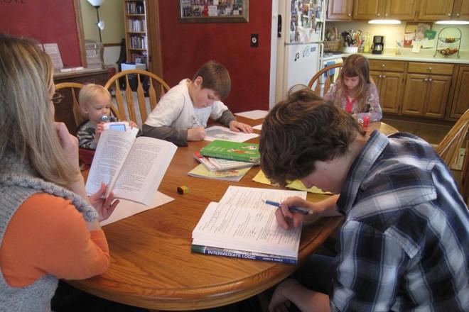 Escola tem como papel principal o trabalho com o aprendizado; socialização de que tanto falam é algo adjacente.   IowaPolitics.com