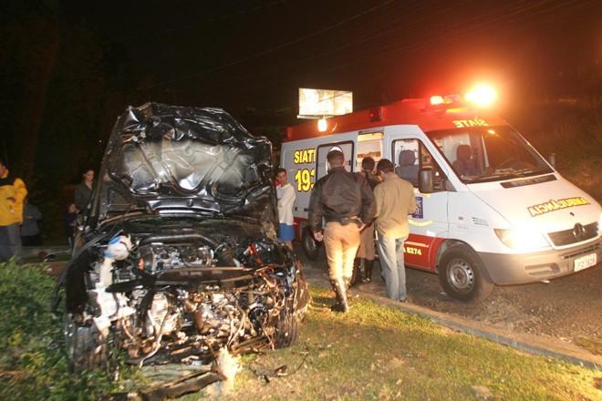 Além de matar duas pessoas, acidente deixou os dois veículos destruídos em 2009 | Átila Alberti/Tribuna do Paraná