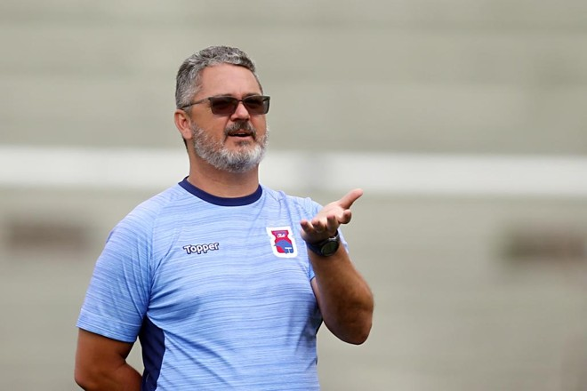 Técnico Rogério Micale, do Paraná, busca a primeira vitória no Brasileirão | albari rosa/gazeta do povo