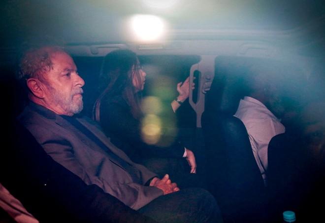 Lula no dia em que se entregou à PF.   Suamy Beydou/Estadão Conteúdo