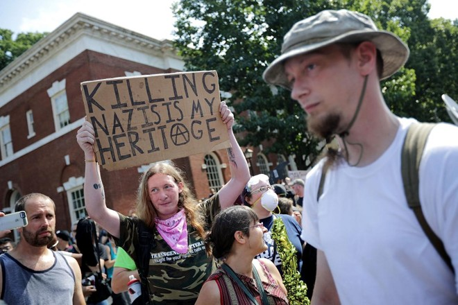Protesto contra a alt-right, em Charlottesville, em agosto de 2017 | CHIP SOMODEVILLAAFP