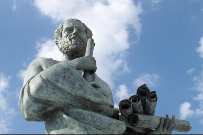 Filosofia se distingue por suas virtudes educacionais peculiares na formação do estudantes. | Pixabay.