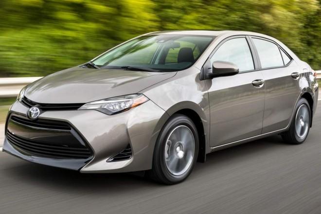 O Corolla vendido nos Estados Unidos tem um visual diferente e 'mais jovem' ao do modelo brasileiro, que usa o desenho europeu. |