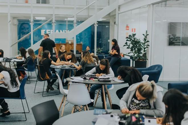 Turma do Girls4Tech: alunas de escola pública foram à sede da Ebanx para aprender a programar | Ricardo Franzen/ Ebanx
