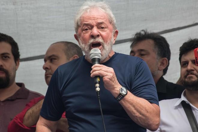 Lula, durante o discurso feito no Sindicato dos Metalúrgicos do ABC, antes de ser preso | NELSON ALMEIDA/AFP