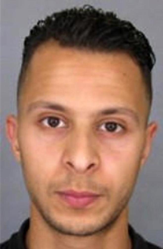 Imagem divulgada pelo serviço de informações da Polícia francesa (SICOP) mostra  Salah Abdeslam, suspeito de estar envolvido nos ataques que ocorreram em Paris em 13 de novembro de 2015 | Divulgação/AFP
