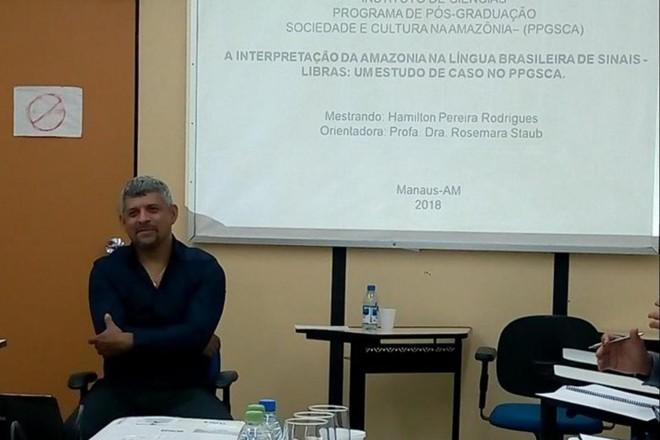 Hamilton já era o primeiro docente surdo concursado na UFAM. | Cortesia/Hamilton Pereira.