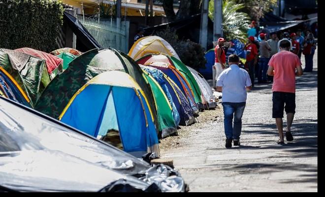 Segundo a professora, não há conflitos entre moradores da região e integrantes do acampamento | Jonathan CamposGazeta do Povo