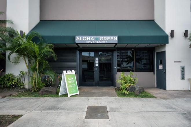 Aloha Green Apothecary, empresa planta, processa e colhe cannabis, e vende uma variedade de produtos  no Havaí, mas não consegue abrir conta em banco. | VALERIE NARTE/NYT