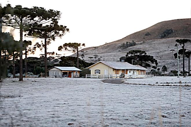 As condições do tempo são monitoradas com base em dados de temperaturas, pressão atmosférica, ventos e umidade do ar. | Albari Rosa/Gazeta do Povo