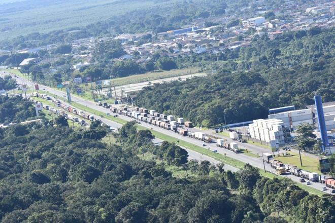 Categoria de caminhoneiros está em greve desde a segunda-feira (21). | PRF/Divulgação