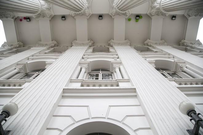 Fachada d prédio histórico da UFPR, na praça Santos Andrade, no Centro de Curitiba.   Marcelo Andrade/Gazeta do Povo