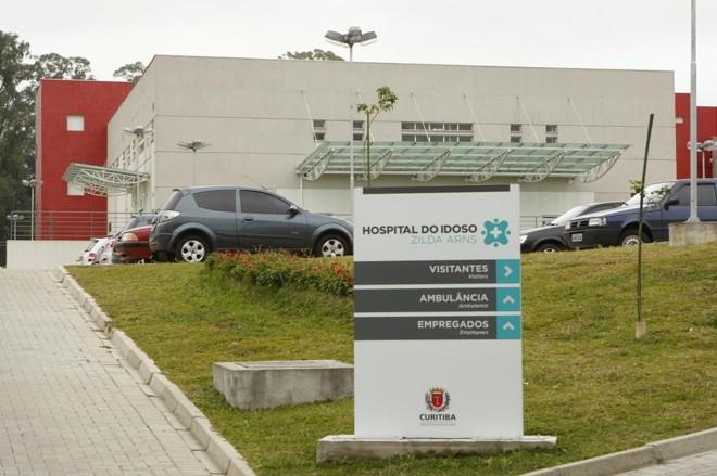 No Hospital do Idoso, procedimentos eletivos estão sendo cancelados por conta da falta de pessoal   Hugo Harada/Gazeta do Povo/Arquivo