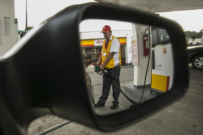 No período entre os dias 29 de abril e o último sábado (5), o etanol estava em R$ 2,853 nos postos brasileiros.   Marcelo Andrade/Gazeta do Povo