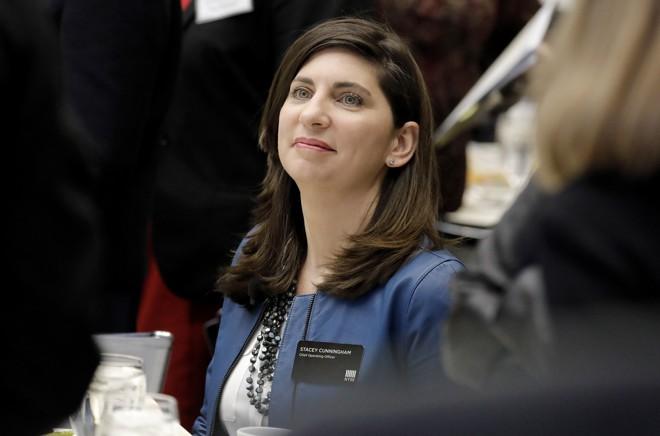 Stacey Cunningham (foto) é a atual CEOdo Grupo da  NYSE e agora assumiu a presidência da casa também. | Peter Foley/Bloomberg