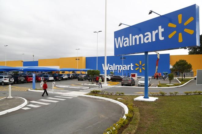 Loja da rede no Portão. Com venda de 80% das operações no Brasil, Walmart deve sofrer mais mudanças. | Aniele Nascimento/Gazeta do Povo