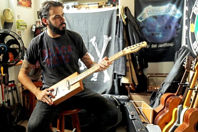 Renato Beolchi passou a se dedicar como luthier em 2017. Ele criou a marca Major Tone Guitars. | ERNESTO RODRIGUES/ESTADAO CONTEUDO