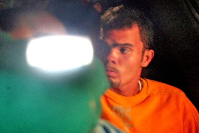 Na imagem de 2007, Champinha, então com 20 anos, chega ao Fórum das Varas Especiais da Infância e da Juventude de São Paulo. O jovem fora recapturado após fugir da Fundação Casa. | Sérgio Castro
