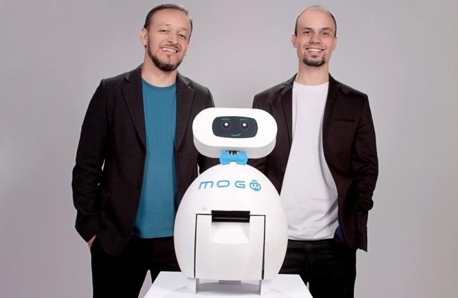 Flavio Medeira  e André Neckel, da Mogo Sistemas, apresentam o Mogô. | Thais Langer/