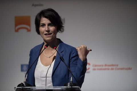 Manuela D´Ávila: pré-candidata a presidente foi interrompida pelo menos 40 vezes num programa de entrevistas e isso trouxe a discussão do machismo para a discussão eleitoral.   Mauro Pimentel/AFP