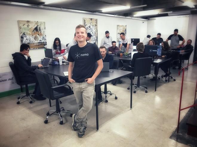 Rodrigo Scotti, fundador e CEO da Nama, e a equipe da startup, que hoje conta com 30 pessoas. | Julio Boaventura/