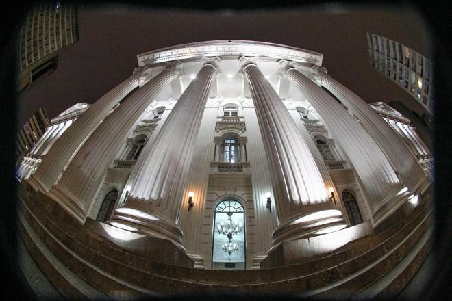 Fachada do prédio histórico da UFPR, na Praça Santos Andrade   Daniel CastellanoGazeta do Povo