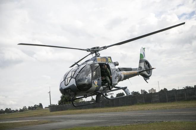 Helicóptero saindo para missões do hangar do Aeroporto do Bacacheri | Marcelo Andrade/Gazeta do Povo