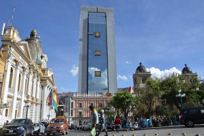Futura sede do governo boliviano, em meio ao casario em estilo colonial de La Paz | AIZAR RALDES/AFP