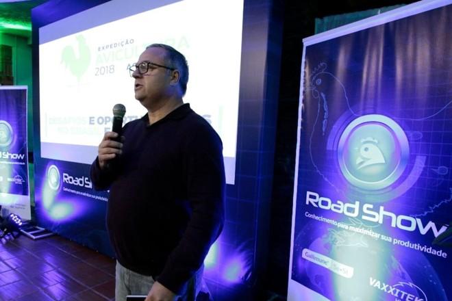 Editor Marcos Tosi apresenta a ExpediçãoAvicultura no Road Show Aves da Boehringer Ingelheim. | DanielCaron/Gazeta do Povo