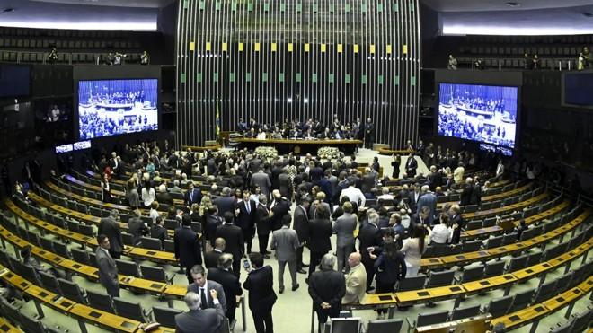 Projeto de Lei Complementar (PLP) 137/2015, que estabelece regras para criação de municípios no Brasil, já pode ser votado na Câmara. Na foto, Plenário da Câmara dos Deputados | Waldemir Barreto/Agência Senado