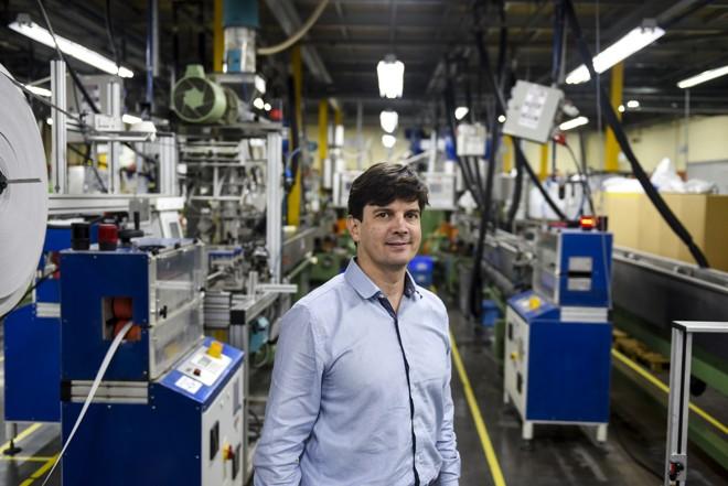 Emerson Nogueira, diretor da OKE do Brasil. Empresa produz componentes de bancos automotivos e tenta otimizar processos para não sentir a conta da Copel. | Henry Milleo/Gazeta do Povo