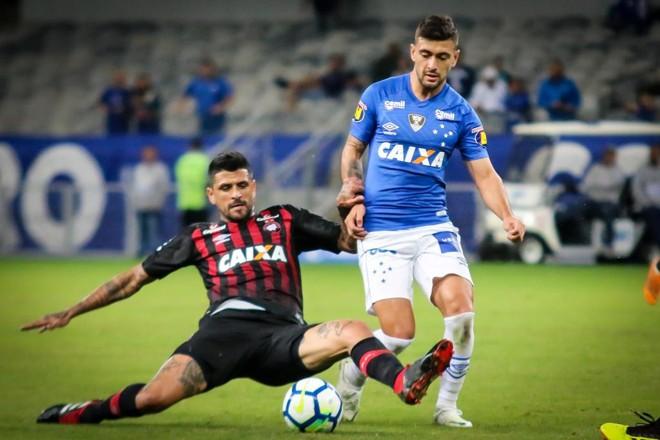 Lucho González foi expulso no fim do jogo | Dudu Macedo/Estadão Conteúdo