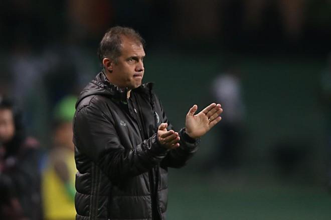 Técnico Eduardo Baptista ainda busca a primeira vitória doCoritiba como visitante na Série B | Albari Rosa/Gazeta do Povo