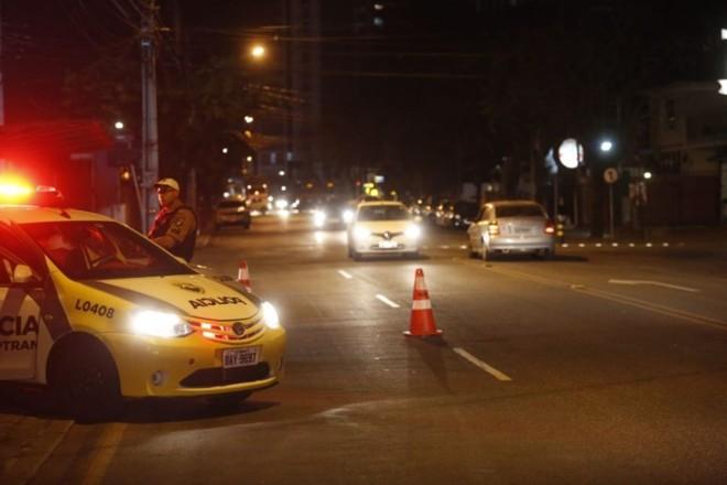 Acidente foi em esquina complicada no bairro Cabral, em Curitiba. | Lineu Filho/Tribuna do Paraná
