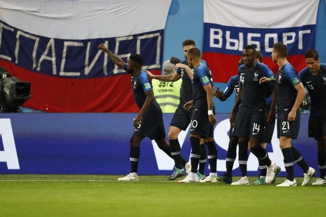 Zagueiro Umtiti comemora o gol da vitória da França sobre a Bélgica na semifinal da Copa 2018 | Jonathan Campos, enviado especial/Gazeta do Povo