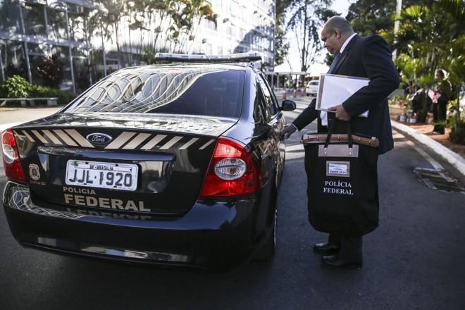 Agentes da Polícia Federal cumprem mandado de busca no Ministério do Trabalho, na última quinta-feira | José Cruz/Agência Brasil