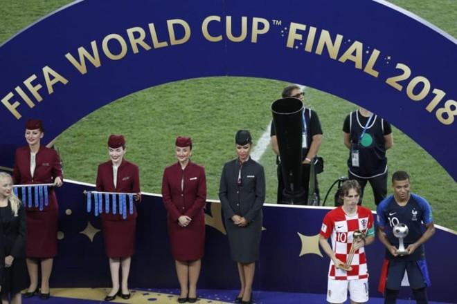 Modric levou o troféu de melhor da Copa do Mundo | ODD ANDERSEN/AFP