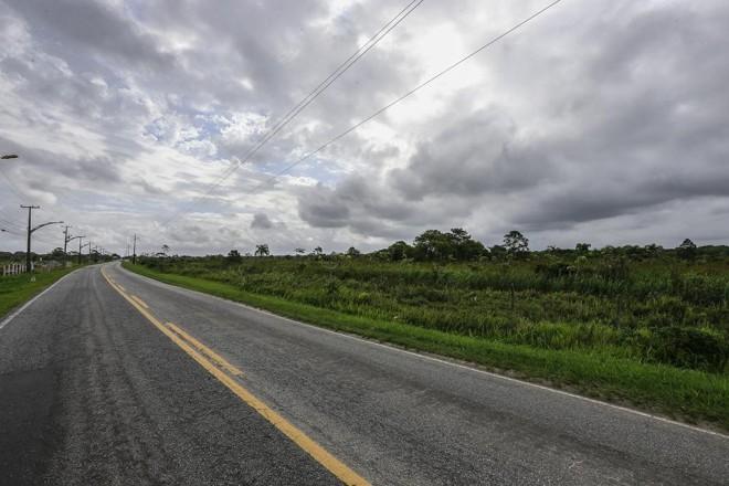 O projeto prevê a construção de uma rodovia paralela à PR-412. | Jonathan Campos/Gazeta do Povo