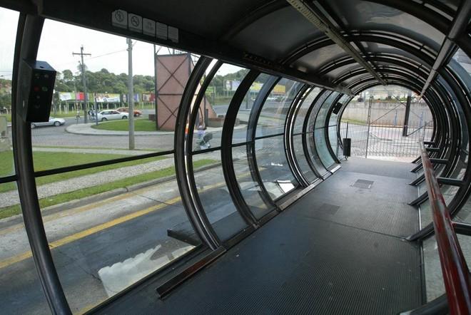 Estação-tubo usado pelo ligeirinho no Terminal do Santa Cândida vai ser desativado   FERNANDA PRETO/FERNANDA PRETO