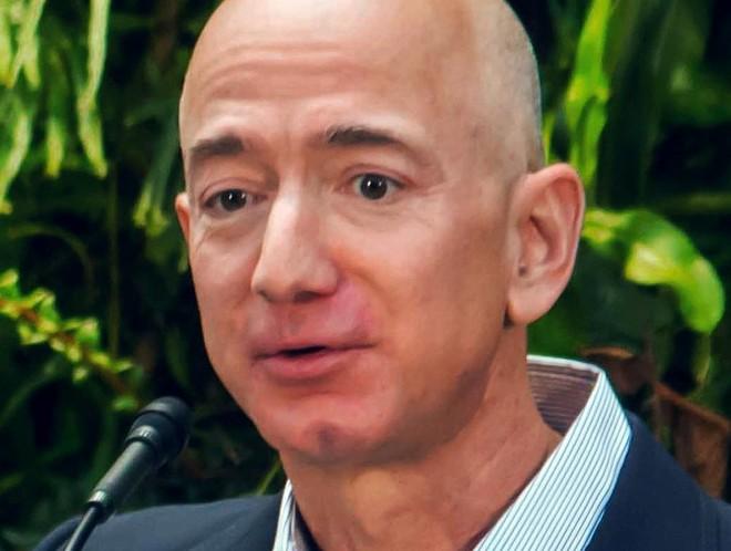 Nada de tópicos jogados numa projeção. Bezos faz os colaboradores da Amazon lerem um texto antes de cada reunião. | Seattle City Council/