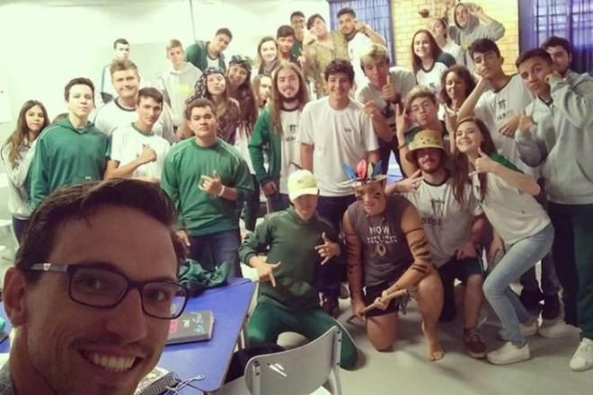 Alunos durante a oficina do Sesi Campo Largo em parceria com o Ler e Pensar |