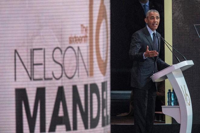 Ex-presidente dos EUA, Barack Obama, discursou  nesta terça-feira (17) em comemoração ao centenário de Nelson Mandela, em Joanesburgo | GIANLUIGI GUERCIAAFP