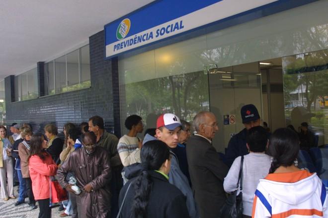 Aposentadorias  e pensões sustentam quase um milhão de residências no país. | Aniele Nascimento/Gazeta do Povo