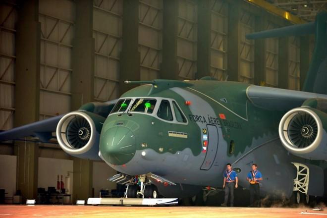 KC-390 é a principal aposta da divisão de defesa da Embraer | /