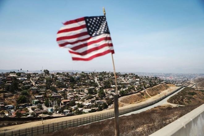 Fronteira entre os Estados Unidos e o México | MARIO TAMA/AFP