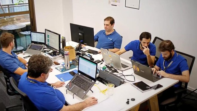 Atualmente, a equipe da Kavod Lending é composto por sete pessoas. A tecnologia é a chave para operar com pouca mão de obra. | Reprodução Facebook/