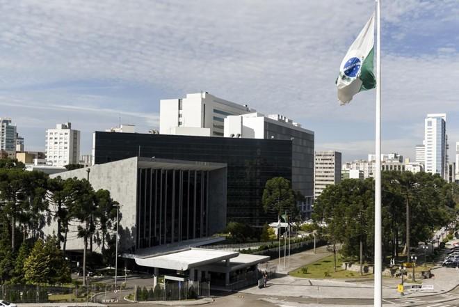 Assembleia Legislativa do Paraná: pedido de acesso à informação sobre pesquisas pagas com dinheiro público foram negadas.   Henry Milleo/Henry Milleo