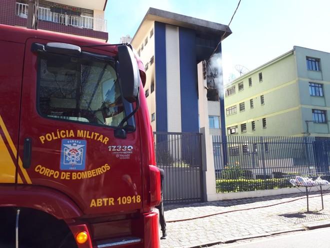 Suspeita é que incêndio tenha começado por causa de um curto-circuito | Raquel Derevecki/Gazeta do Povo