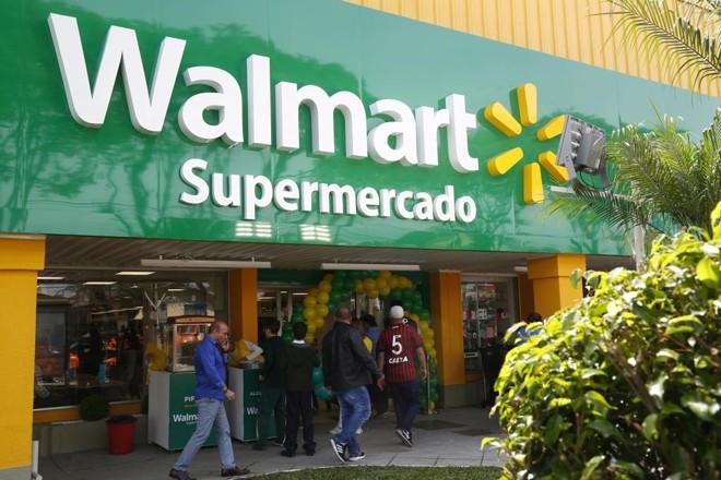 Supermercado Walmart com novo layout, que utiliza as cores do Brasil | Aniele Nascimento/Gazeta do Povo
