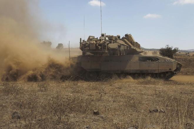 Tensões vem se acentuando na fronteira entre a Síria e Israel: israelenses vem fazendo exercícios militares na região   JALAA MAREY/AFP
